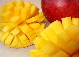нарезанный фрукт