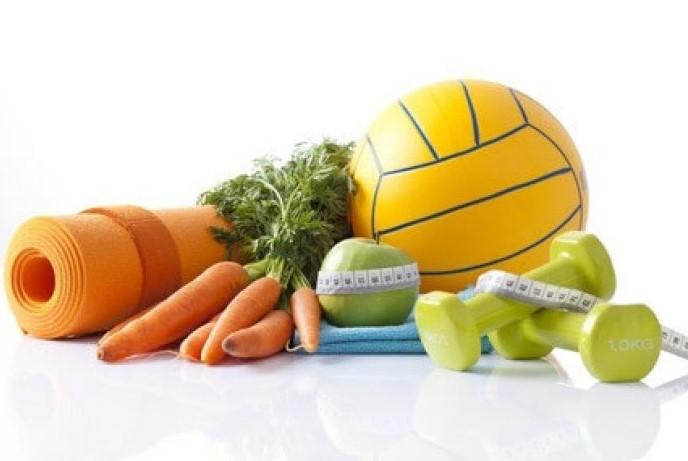 мяч, гантели и овощи