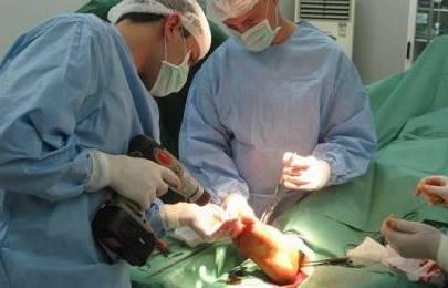 хирурги и операция на нижней конечности