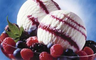 холодный десерт с ягодами