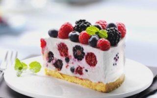 ягодное пирожное