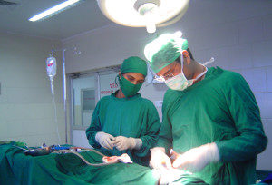 хирурги