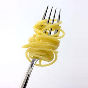 спагетти на вилке
