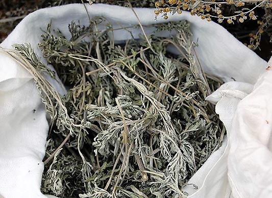 сушеные травы в мешке